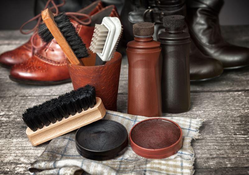 productos y kits de limpieza para zapatos